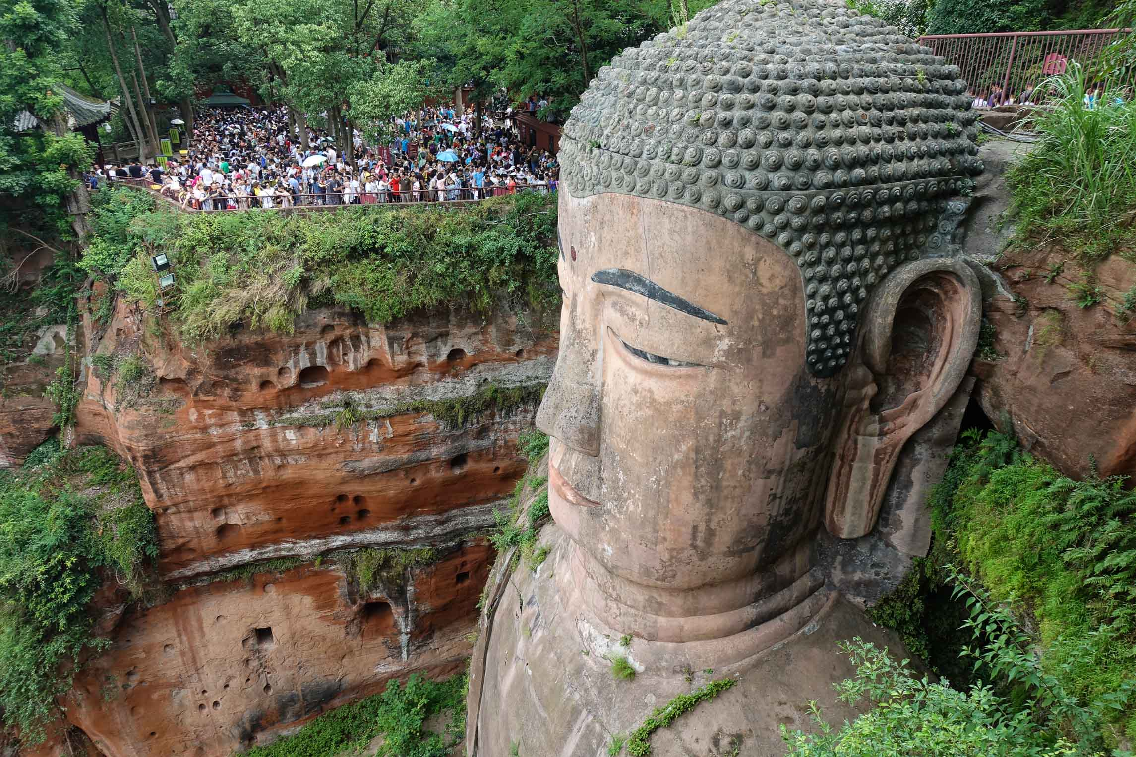 The Buddha and the crowds