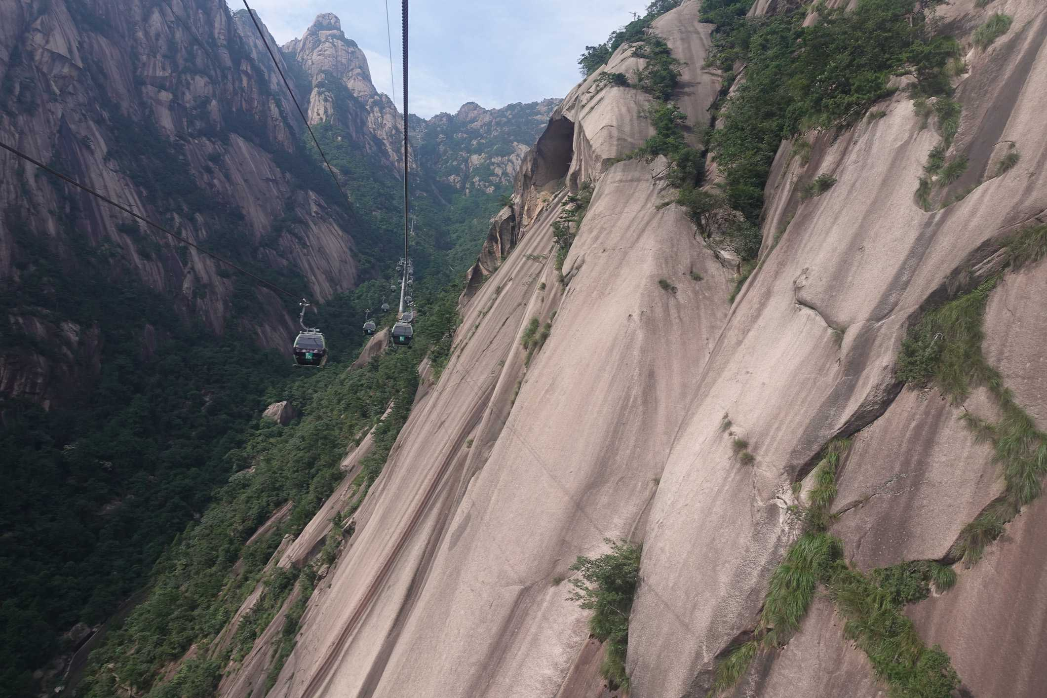 Cable car to Huangshan Mountain